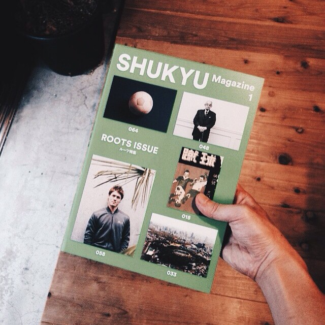 SHUKYU Magazine1既存のサッカー誌とは異なるアプローチで、毎号ひとつのテーマで特集を組み、選手・クラブ・食・建築・道具から印刷物まで、ゲームの背後にあるあらゆる現象を独自の視点で読み解いていきます。創刊号では「ルーツ」をテーマに、サッカーにまつわる事象の成り立ちや経緯を調べていく中で、改めてその価値を発見していきます。