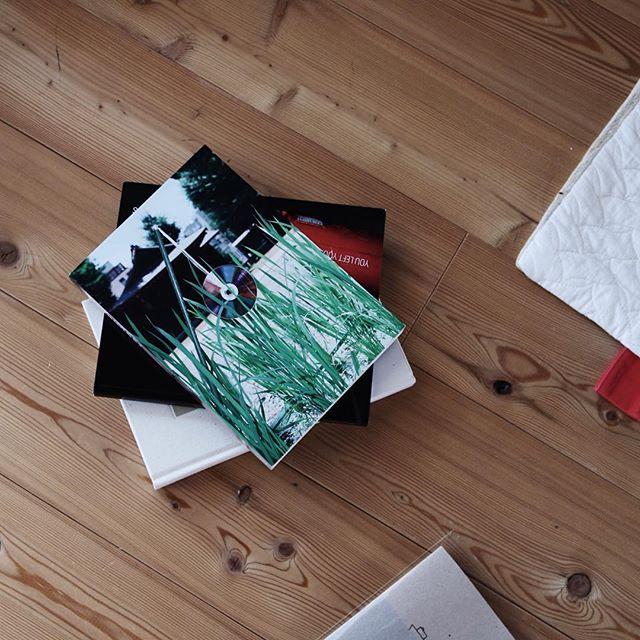 HUNGRYISSUE.5HUNGRYISSUE.5とは、日本の若手写真家約115名をまとめた作品集です。この本はアーティストと、それに興味がある方とのプラットフォーム的な役割を果たしております。 10/31よりYUYBOOKSでpopup shopを開催します!ぜひいらしてください。