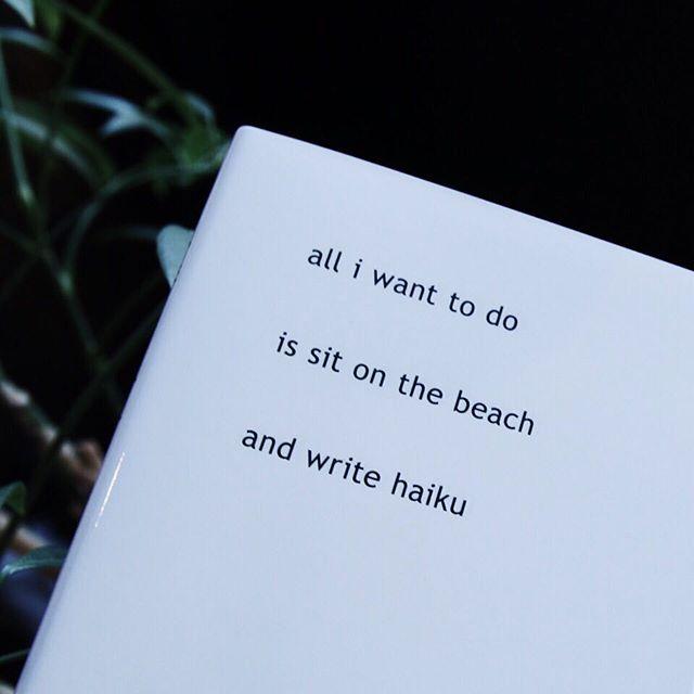 Rafael Rozendaal / Haikuニューヨーク在住のインターネットアーティス、ラファエルローゼンダール。2013年から2015年にかけて彼がスマホでつづった俳句集。all i want to dois sit on the beachand write haiku