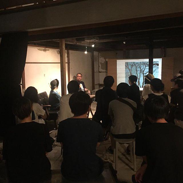 鈴木理策さんと秋山伸さんのトークイベント始まりました。